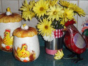 黄色い花と酉グッズ