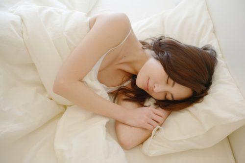 北の寝室・ぐっすり眠る女の子